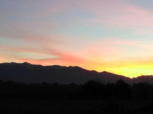Le soleil s'est couché sur les montagnes