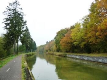 022-Canal de Champagne en Bourgogne