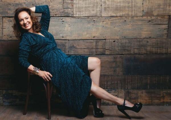 Conseils de style pour les femmes matures est inspirée des célébrités