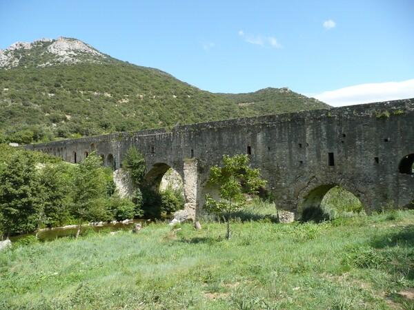Images insolites de vacances aqueduc Ansignan