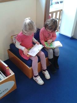 Les CP visitent  la bibliothèque de Keryado