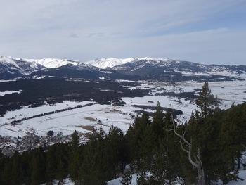 Aux deux tiers de l'image, à droite, le village de Formiguères