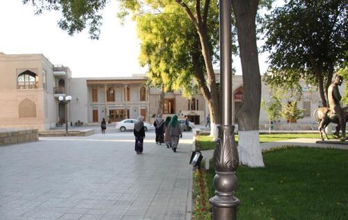 Boukhara : la place Liab-i-Haouz. Madrasas et khanaqah