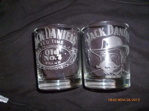 deux verres jack daniel's graver et signer par moi méme