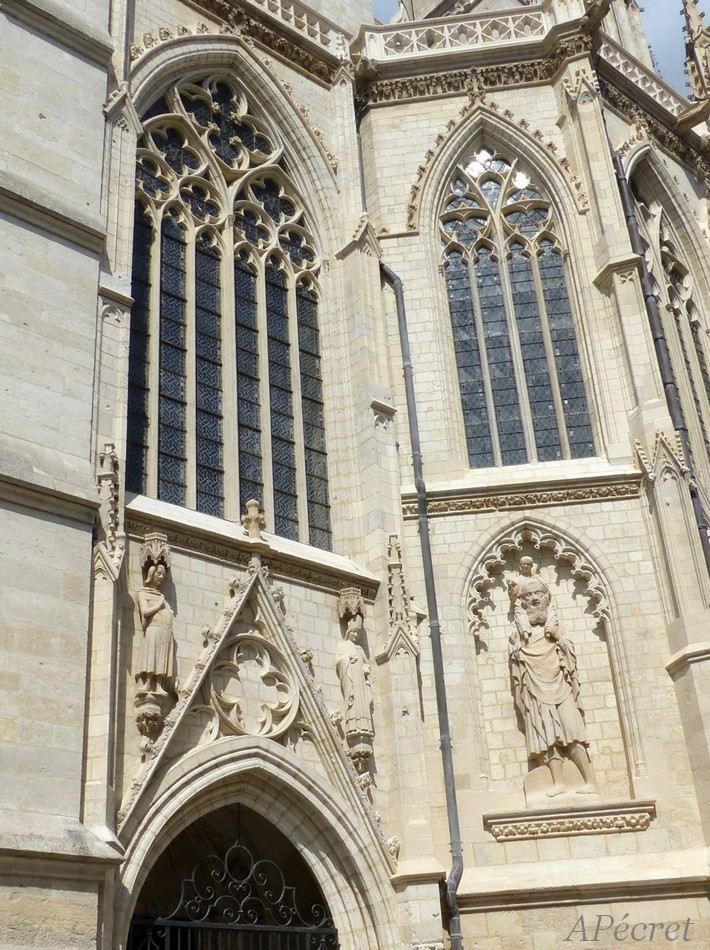 Façade sud de la Cathédrale refaite à neuf