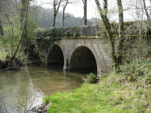 La Seine à Baigneux et le pont de la Calmagne