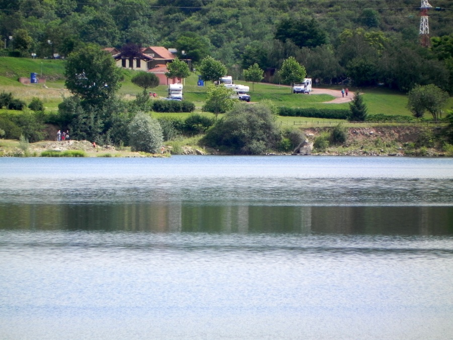 Le village de Villerest et le lac