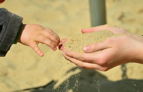 Atelier à réaliser en famille: Fabriquez votre sable de lune