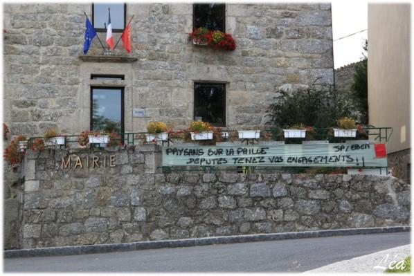 Divers-3850-banderolle-mairie.jpg