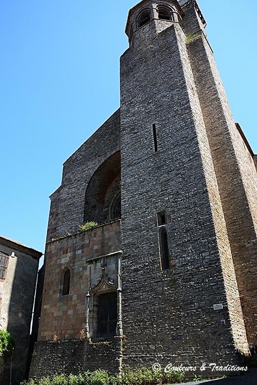 L'église St Michel de Cordes sur ciel