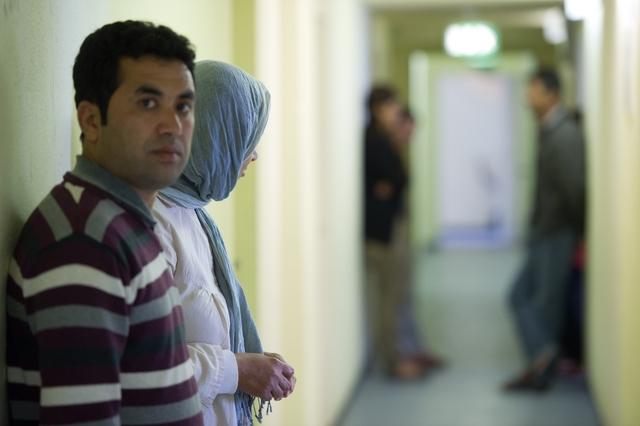 Submergée par un afflux de réfugiés, l'Allemagne veut serrer la vis