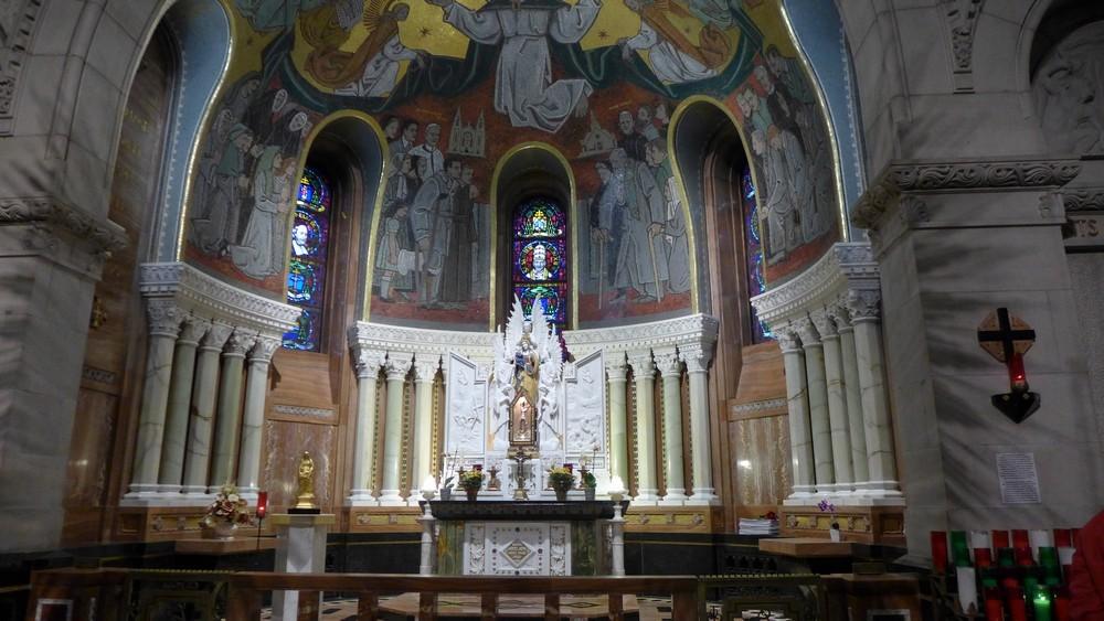 Visite de la Basilique Sainte-Anne-de-Beaupré au Québec...