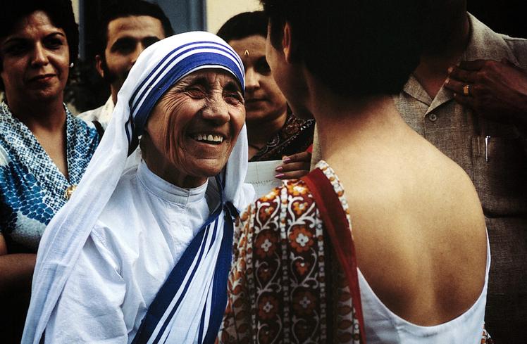 Septembre 1970: Mère Teresa, (Agnès GONXHA BAJAXHIU), fondatrice des Misssionnaires de la Charité (1950), née à Skopje (Yougoslavie), prix nobel en 1979, décédée le 05 septembre 1997.