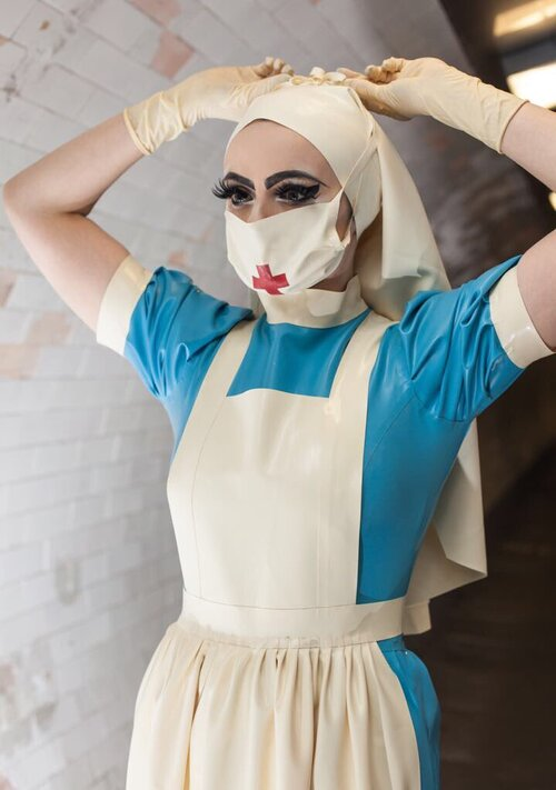 Tenue de nurse pure latex