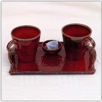 Mugs rouge et plateau