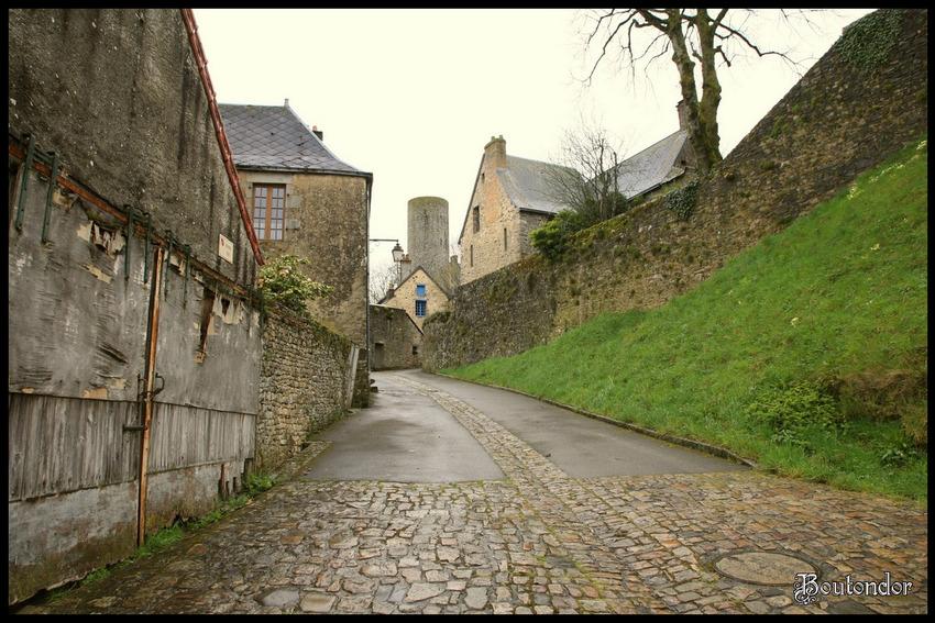 Saint-Suzanne -1- (Mayenne 53)