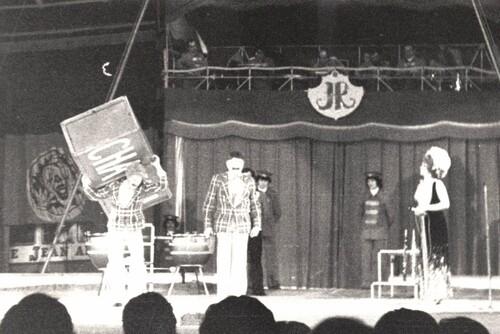 """Le trio Chabri dans """" Charge-décharge"""" au cirque Jean Richard le 08/02/1977"""
