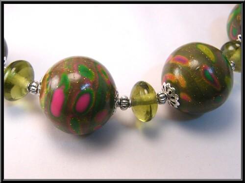 Collier Perles polymère et perles en verre.