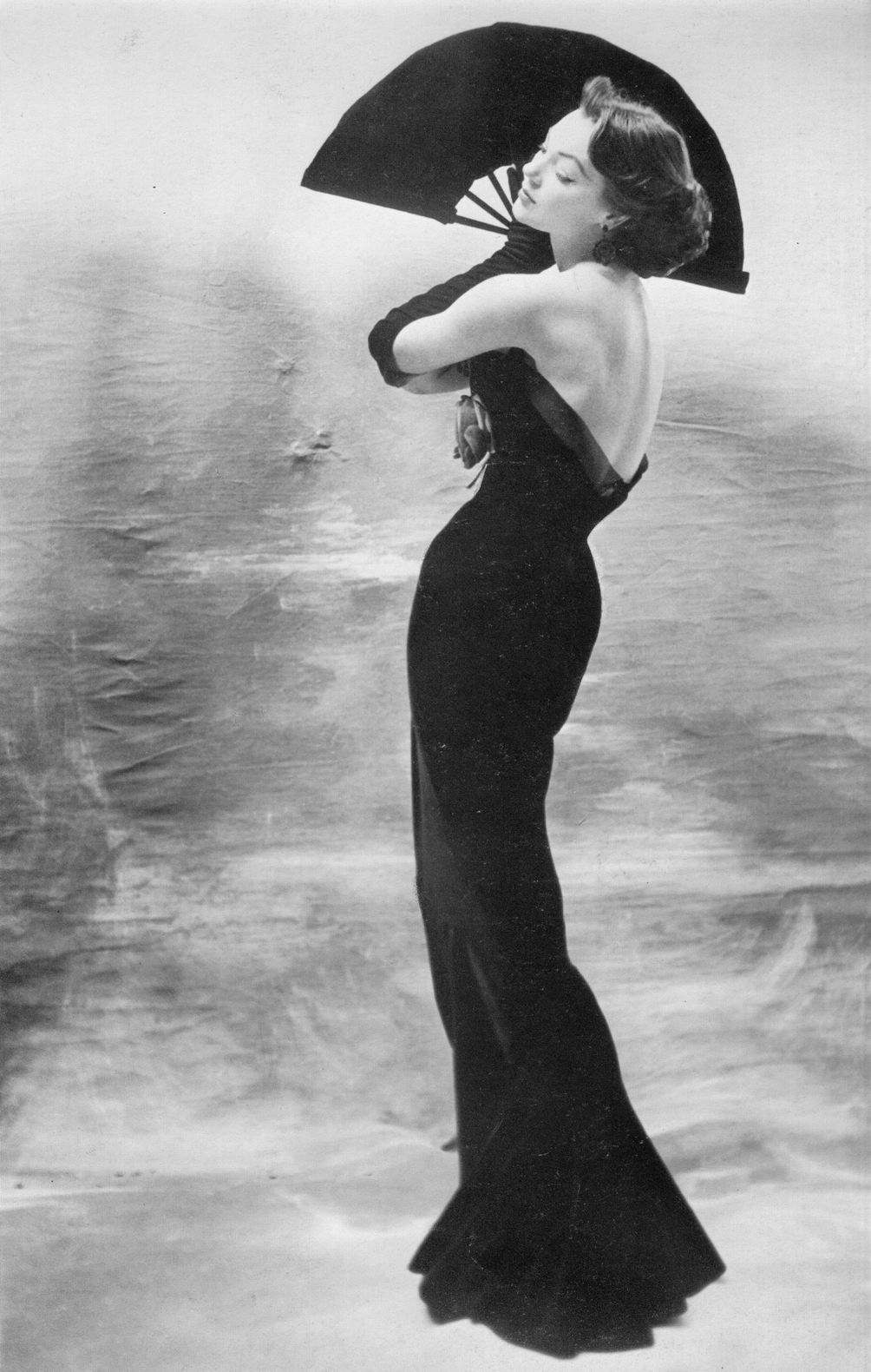 theniftyfifties: Ivy wearing a gown by Maggy Rouff, 1953. Photo by Henry Clarke.