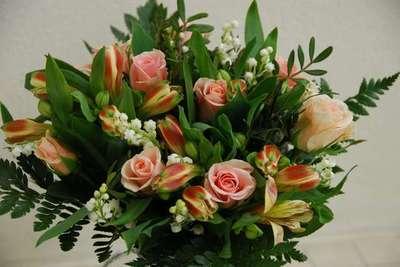 Blog de lisezmoi :Hello! Bienvenue sur mon blog!, Bouquet offert par Roxan