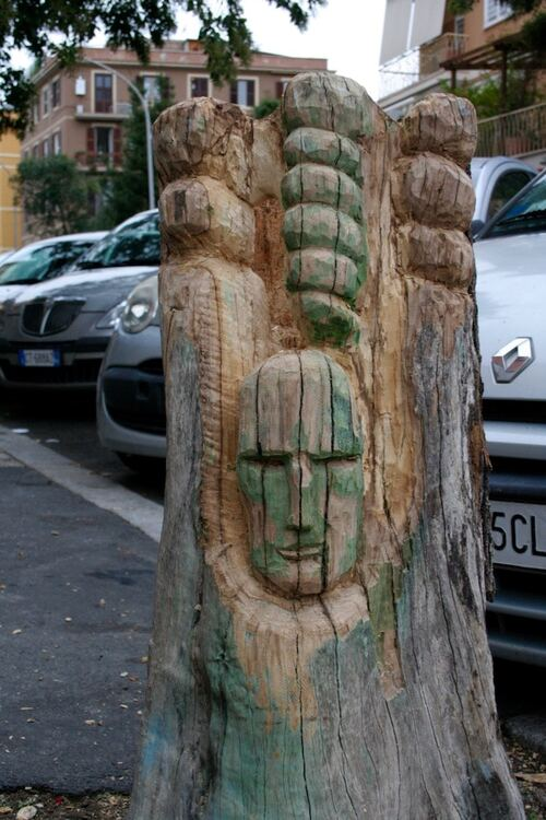 Donner un visage aux arbres morts