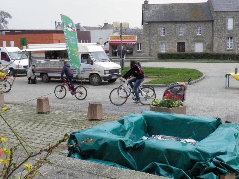 Arrivée en vélo avec remorque