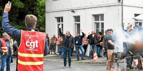 La grève a été reconduite jusqu'à la fin de la semaine. De même, les grévistes ont voté pour des coupures ciblées sur le réseau.