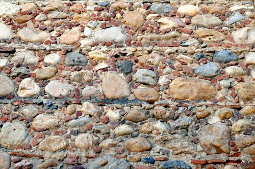 Mur avec des galets