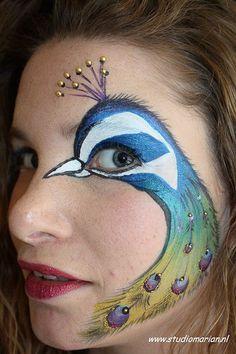 a5965236251251b25a91bd0e89671573--bodypainting-peacock-makeup