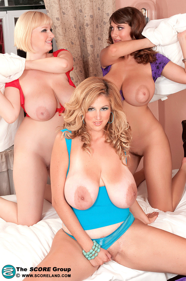 Trio & Groupes Boobs - 5 -