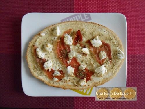 Bruschetta au jambon cru, chèvre frais et miel