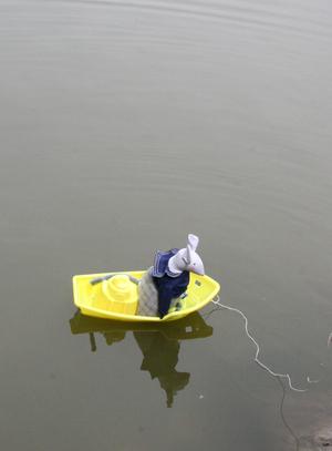 Aristide en bateau
