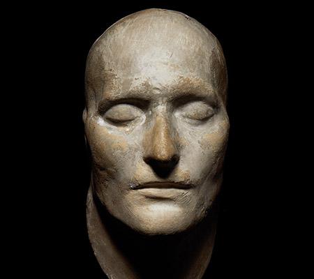 Ceci est le masque mortuaire d'un célèbre chef d'État français. Lequel ?