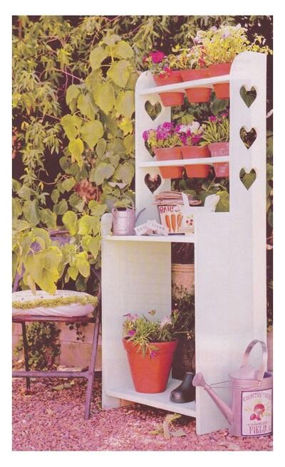 Une étagère de jardin