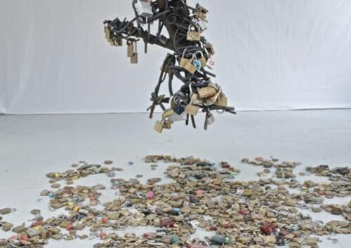 cadenas volés sculpture