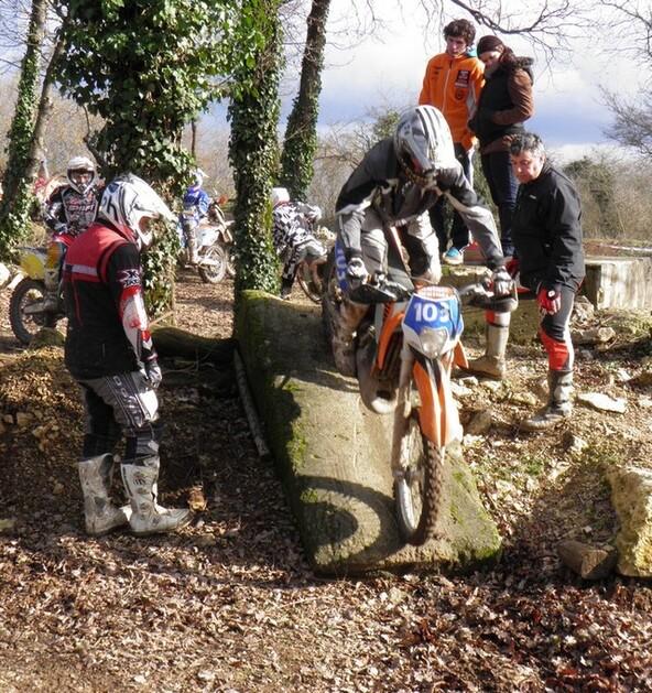 Blog de sylviebernard-art-bouteville : sylviebernard-art-bouteville, Championnat Endurance Equipages Open - Enduro Moto Ancienne - Junior 2012- Massais - Deux-sèvres