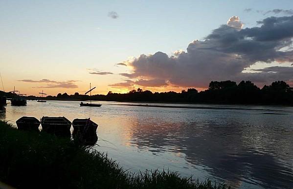Ciel-d-orage-sur-la-Loire--Chaumont-28-08-12-P1300712.JPG
