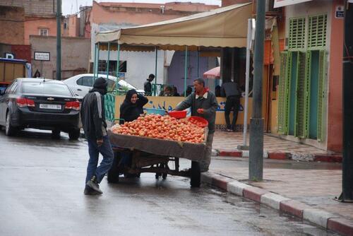 Le marchand de tomates défie la pluie