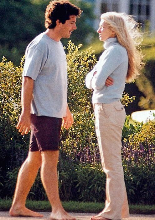 JFK Jr. and Carolyn Bessette Kennedy. www.pinkpillbox.com: