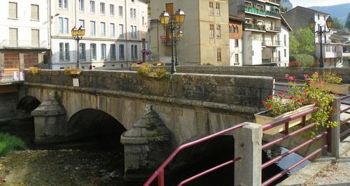 Tenay, le Pont et la Fontaine