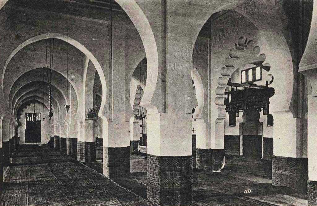 Intérieur de la Mosquée El-Kébir