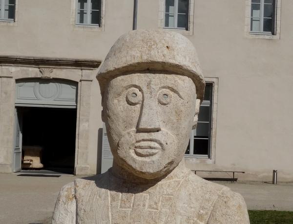 Eric de Laclos a terminé de sculpter les deux statues de Vix...