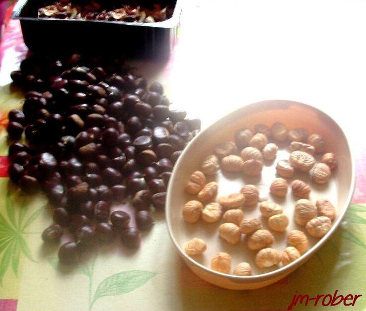 L'automne, une période de couleurs et de récolte du fruit millénaire «la châtaigne»