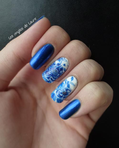 Nail art fleur bleue en waterdecal