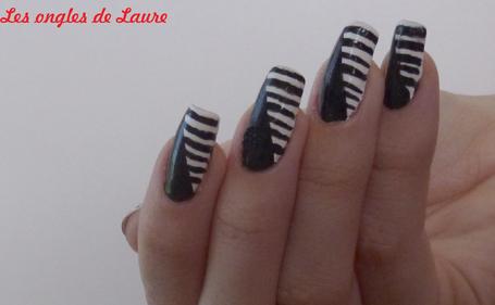 Nail Art noir et blanc graphique