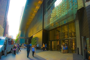 ny_columbus_circle_time_warner_center_people_04_906