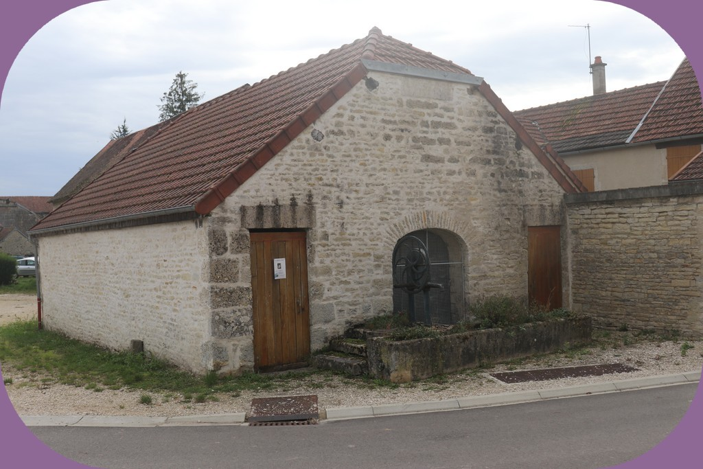 NICEY (CÔTE D'OR) LAVOIR N°2