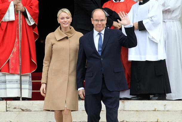 Charlène et Albert à la messe