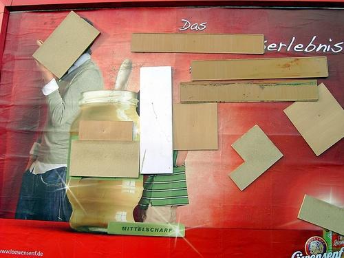 Vernagelte Plakatwand, Vorgebirgsstraße