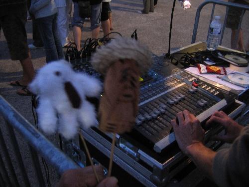 Arthur et Koh-Lanta règle le son.